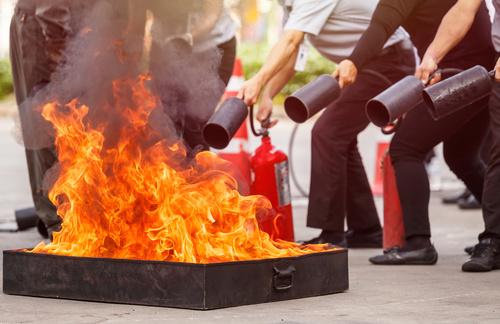 Umgang mit Feuerlöschern